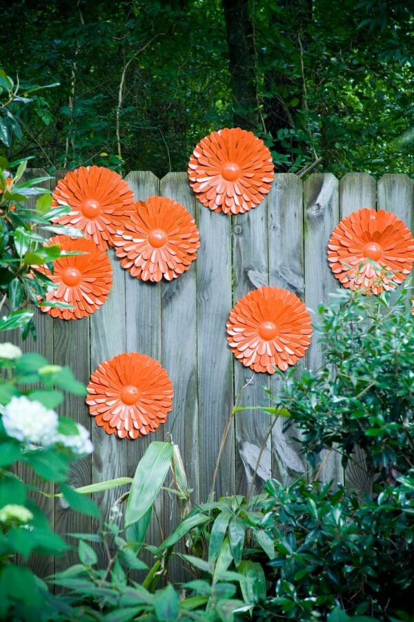 DIY painted metalic flowers fence
