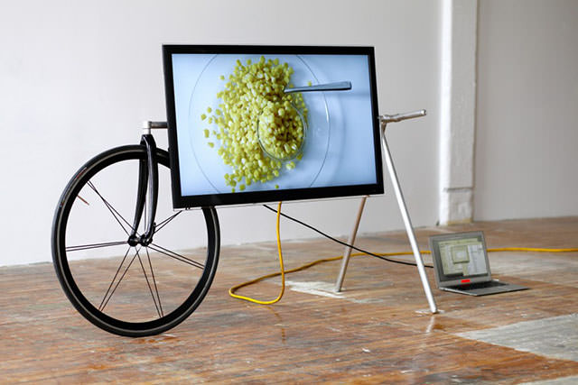 Unique Portable TV Stand by Taylor Levy and Che-Wei Wang (1)