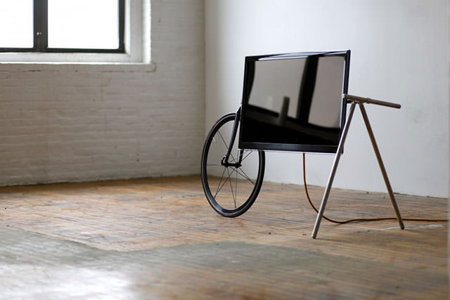 Unique Portable TV Stand by Taylor Levy and Che-Wei Wang (2)