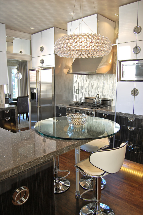 Contemporary kitchen by Favreau Design