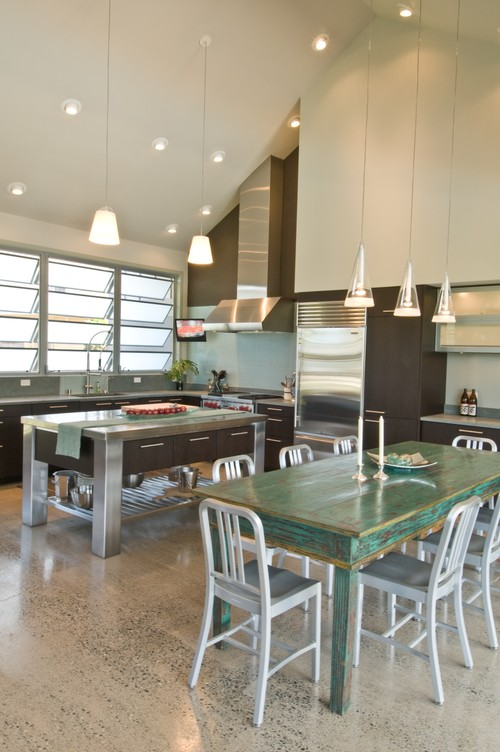 Luxury and Industrial kitchen by Archipelago Hawaii Luxury Home Designs