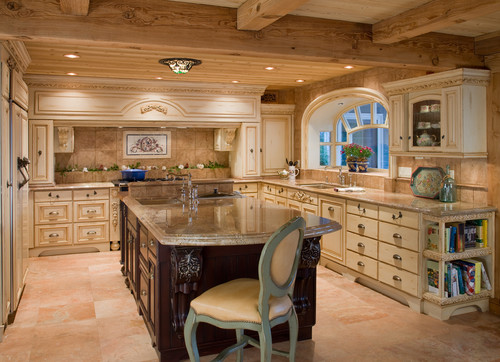 Traditional and luxurious kitchen by Luxury Ranch Interior Design