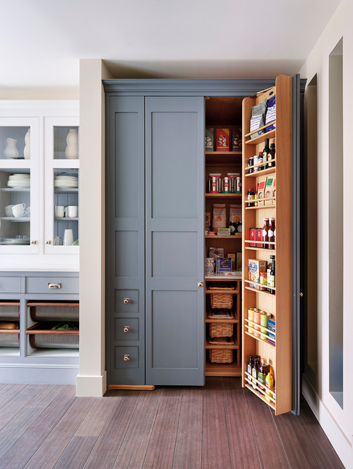 Clever kitchen storage solution and pantry idea!