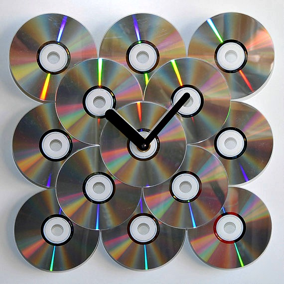 Upcycled Clock with Old CDs