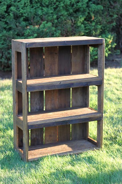 DIY Pallet proejcts That Are Easy to Make and Sell ! Beautiful Rustic DIY Pallet Bookshelf