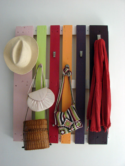 DIY Pallet proejcts That Are Easy to Make and Sell ! DIY Colorful Pallet Coat Rack
