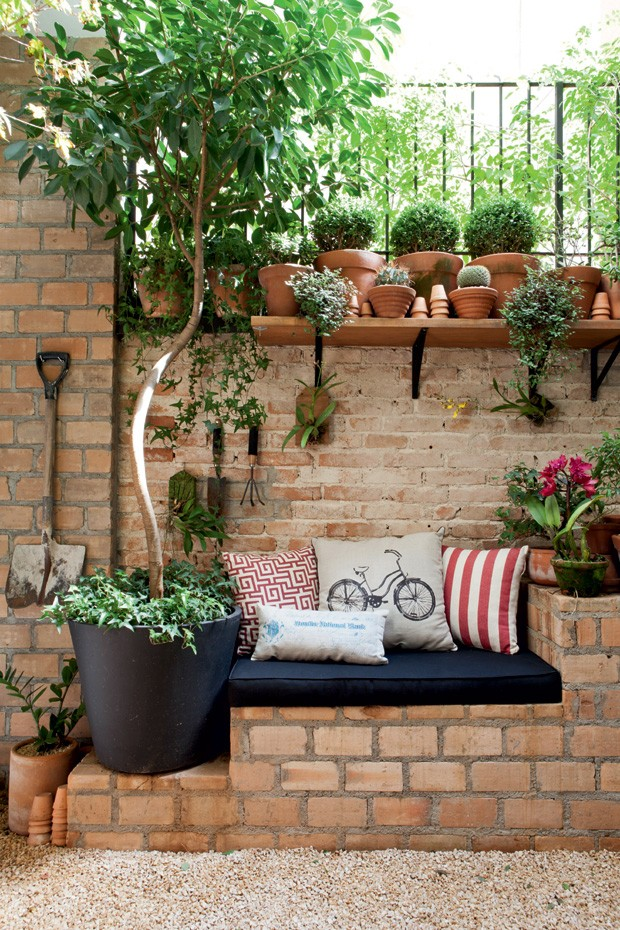 DIY Brick Projects, Seating Area
