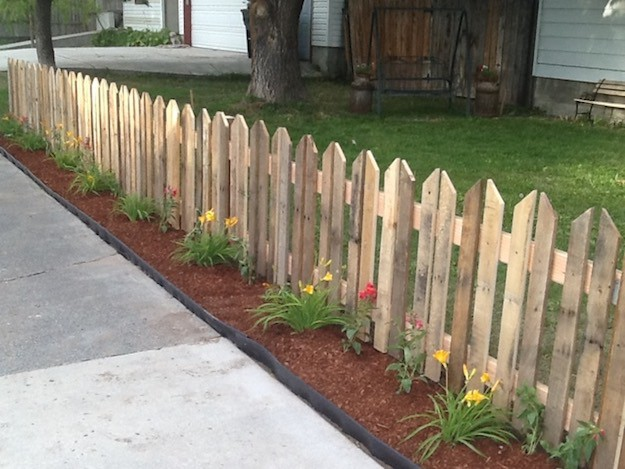 Easy Pallet Picket Fence